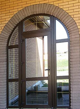 01-arochnoe-okno-s-dveryu