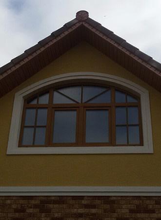 07-arochnoe-okno-s-dveryu