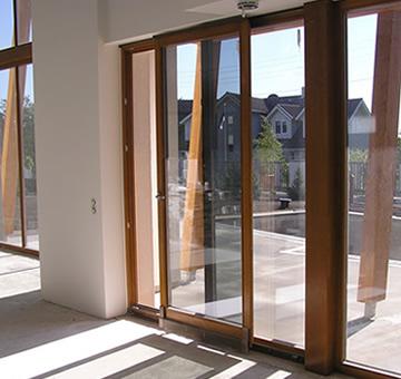 Портал - параллельно сдвижная оконно дверная система Schuco