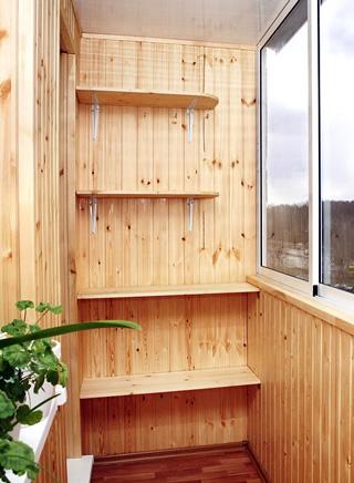 otdelka-balkona-derevyannoj-vagonkoj-so-stilazhom